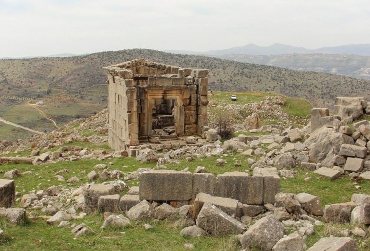 The remote temple of Ain Herche